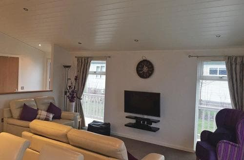 Last Minute Cottages - Meadow View Lodge