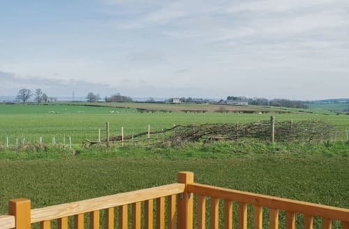 Last Minute Cottages - Captivating Bretby  Lodge S162201