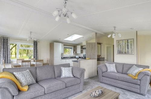 Last Minute Cottages - Stunning Thorness Lodge S108628