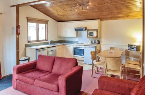 Last Minute Cottages - Cosy Warmwell Lodge S109729