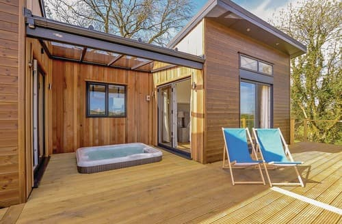 Last Minute Cottages - Inviting Narberth Lodge S121453