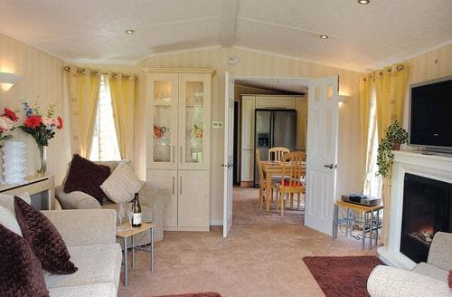Last Minute Cottages - Beautiful Overseal Lodge S110377