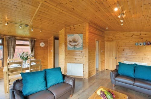 Last Minute Cottages - Delightful Hopton Heath Lodge S106118