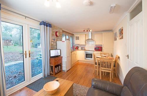 Last Minute Cottages - SI 2 Bed Gold Bungalow 4 Pet
