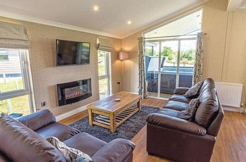 Last Minute Cottages - Lakeside 2