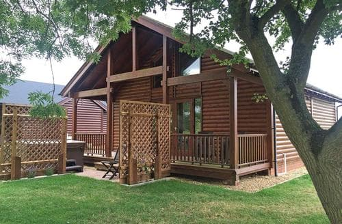 Last Minute Cottages - Beautiful Ramsey Lodge S107673