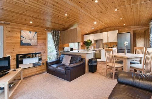 Last Minute Cottages - Wonderful Overseal Lodge S108226