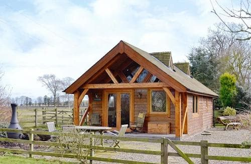 Last Minute Cottages - Lovely Montrose Lodge S45999