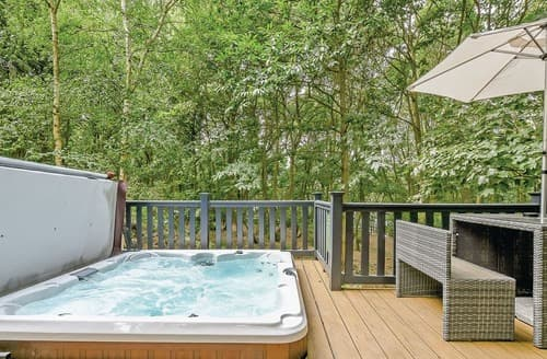 Last Minute Cottages - Charming Woolverstone Lodge S108512