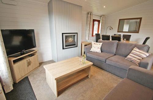 Last Minute Cottages - Superior Lodge 4