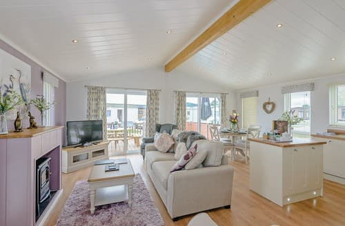 Last Minute Cottages - Inviting Caersws Lodge S106479