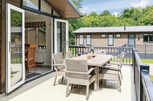 Last Minute Cottages - Hartfield Watersedge Lodge