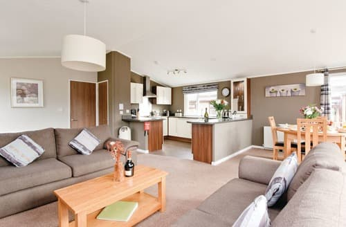 Last Minute Cottages - Inviting Overseal Lodge S112369