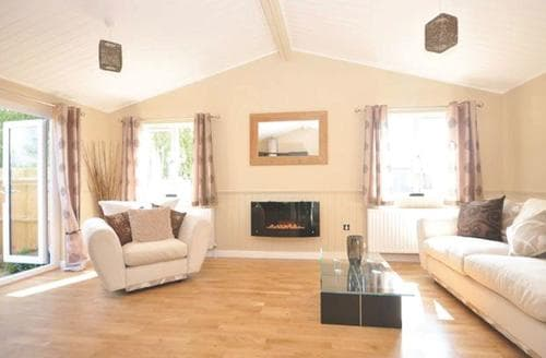 Last Minute Cottages - Selby Lodge Plus