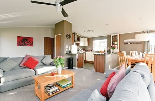 Last Minute Cottages - Stunning Overseal Lodge S112373