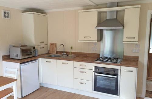 Last Minute Cottages - Adorable Bosham Lodge S107100