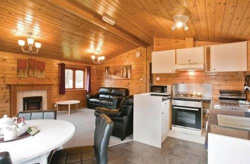 Last Minute Cottages - Quaint Battle Lodge S111953