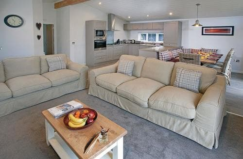 Last Minute Cottages - Inviting Lake Windermere Lodge S108124