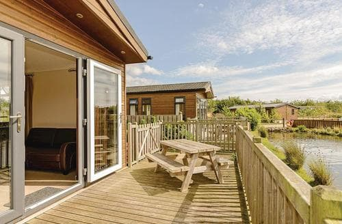 Last Minute Cottages - Willow Waterside VIP