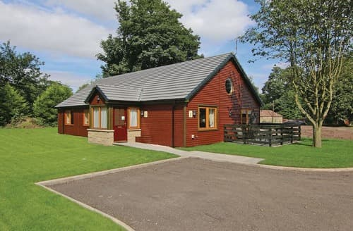 Last Minute Cottages - Montgomerie Executive Lodge