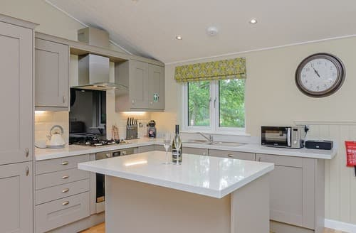 Last Minute Cottages - Cosy Hailsham Lodge S108495