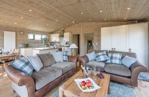 Last Minute Cottages - Oak VIP Lodge