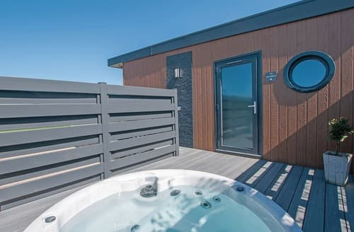 Last Minute Cottages - Cosy Caersws Lodge S125567