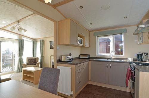 Last Minute Cottages - Attractive Hastings  Lodge S108154