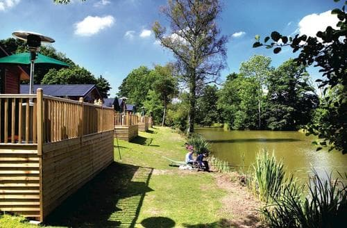 Last Minute Cottages - Lakeside Willow Lodge
