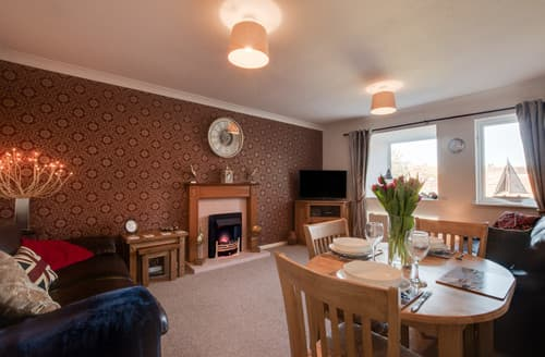 Last Minute Cottages - Luxury Whitby Apartment S163673