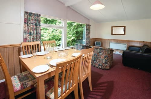 Last Minute Cottages - SI 2 Bed Bronze Chalet Pet