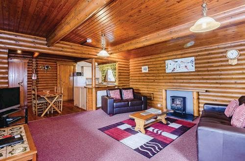 Last Minute Cottages - Cosy Garthmyl Lodge S107868