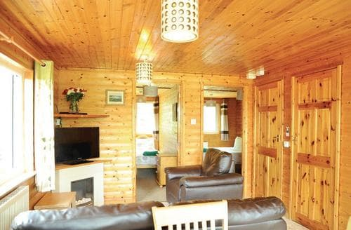Last Minute Cottages - Charming Brecon Beacons National Park Lodge S110210