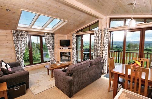 Last Minute Cottages - Derwen Lodge