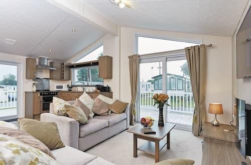 Last Minute Cottages - Charming Burgh Castle Lodge S108022