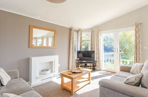 Last Minute Cottages - Wonderful Three Holes Lodge S106347