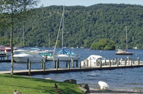 Last Minute Cottages - Cosy Bowness On Windermere Lodge S107920