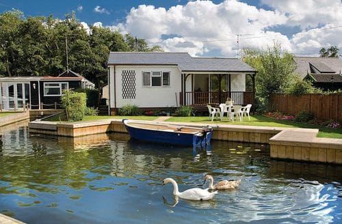 Last Minute Cottages - Exquisite Wroxham Lodge S106548