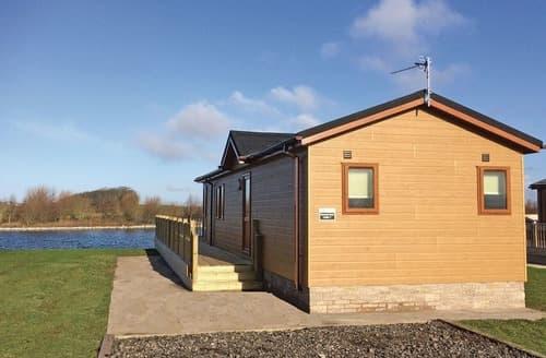 Last Minute Cottages - Wonderful Weeton Lodge S106238