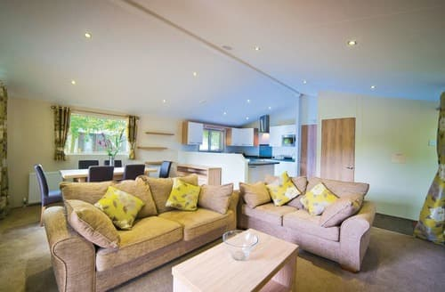 Last Minute Cottages - Captivating Chippenham Lodge S106107