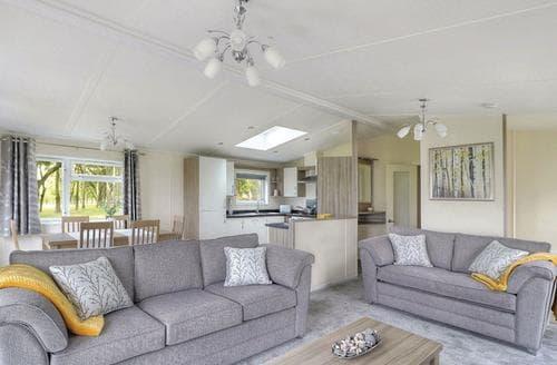 Last Minute Cottages - Quaint Thorness Lodge S108629