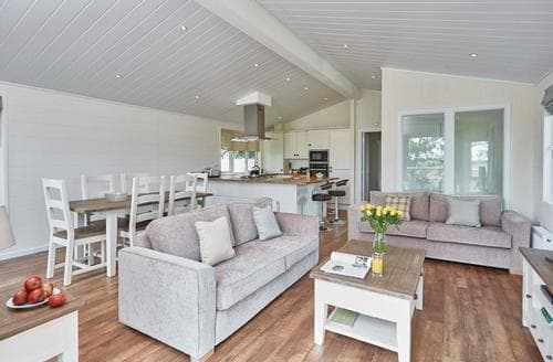 Last Minute Cottages - Marsh View Spa