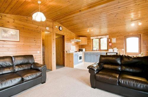 Last Minute Cottages - Wonderful Battle Lodge S107033