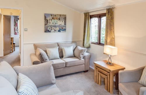 Last Minute Cottages - Cosy Warmwell Lodge S112343