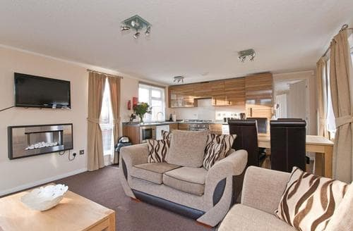 Last Minute Cottages - Excellent Overseal Lodge S111861