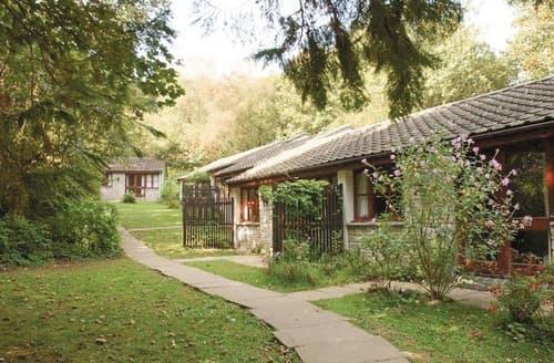 Last Minute Cottages - SI 2 Bed Silver Bungalow 4 Sat