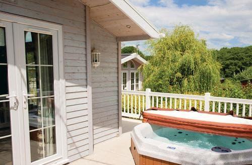 Last Minute Cottages - Signature Lodge 2