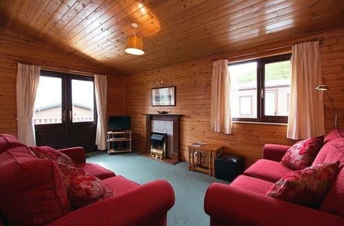 Last Minute Cottages - Lovely Inveruglas Lodge S109328
