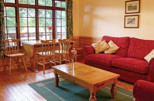 Last Minute Cottages - River Edge Lodge