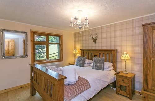 Last Minute Cottages - Luxury Glossop Lodge S111068